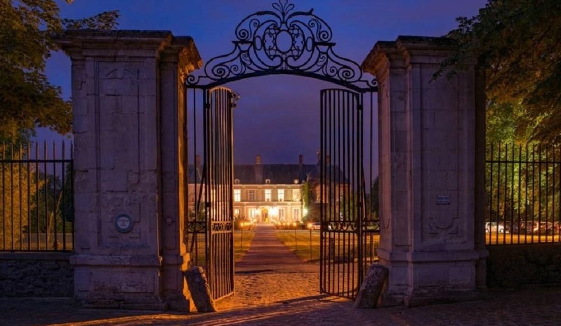 chateau-de-lesigny-de-nuit01