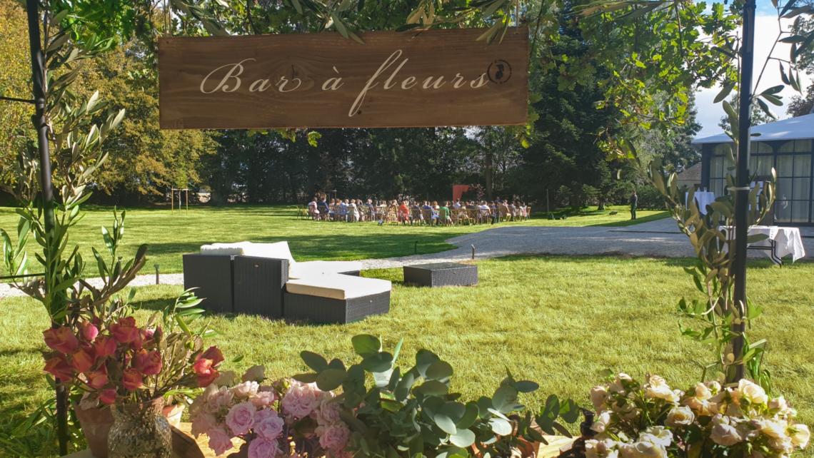 cérémonie-laïque-bar-à-fleurs-terrasse-cocktail-orangerie-du-chateau-de-bourguignon-77