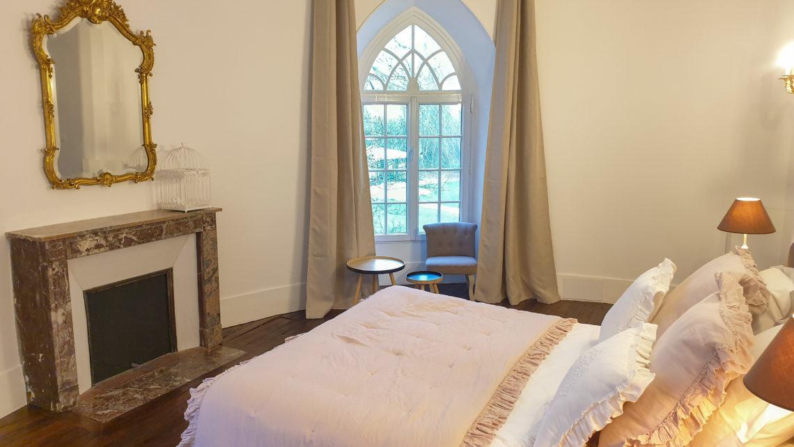chambre-2-suite-tour-du-chateau-de-bourguignon-77