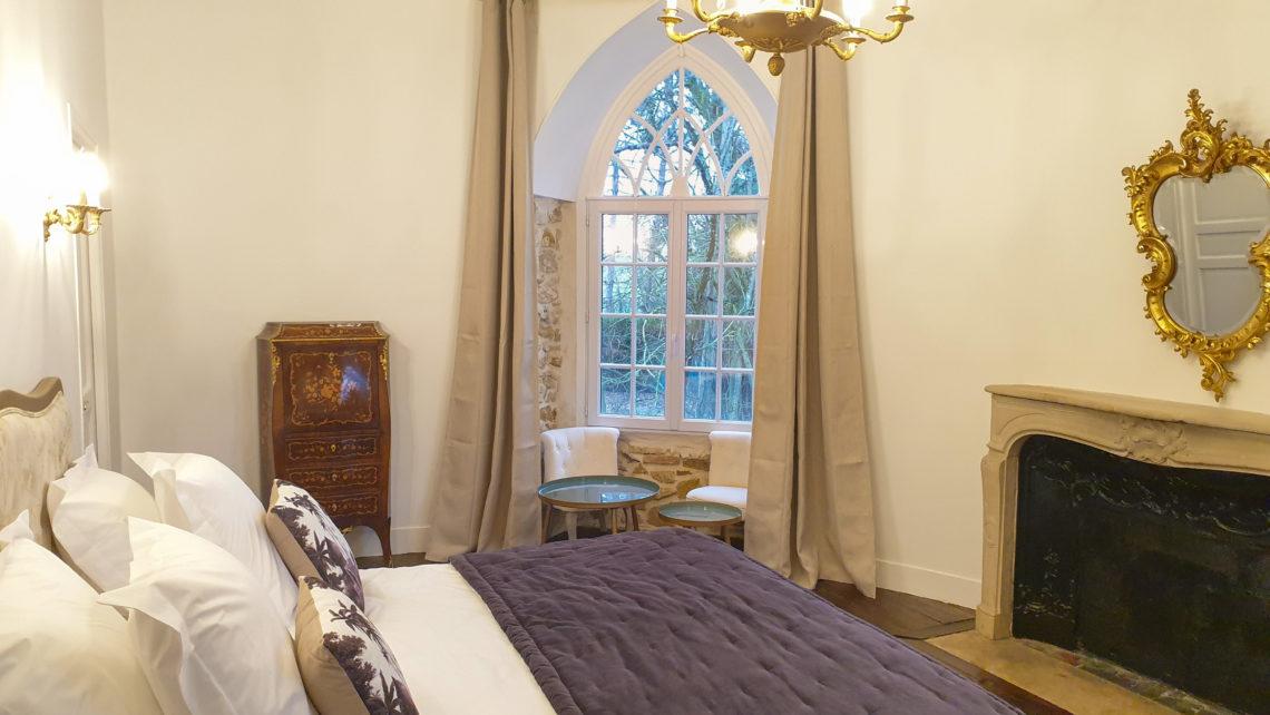 chambre-tour-suite-du-chateau-de-bourguignon-77