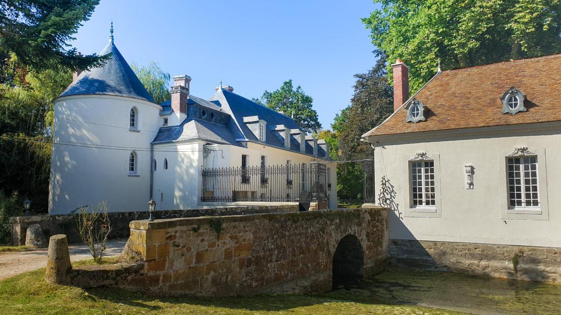 chateau-de-bourguignon-pont-à-l'entée 77