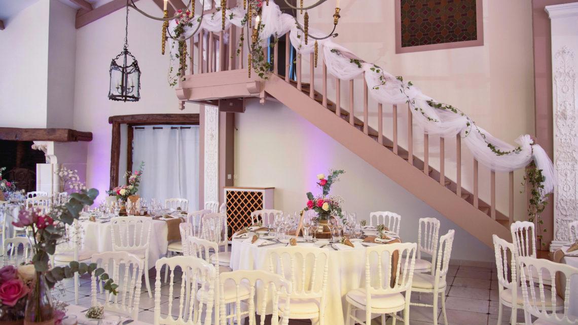 escaliers-déco-tables-salle-de-réception-manoir-de-tigeaux-77